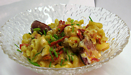 This is NOT the mac and cheese described in this post. It's leftovers from Kuma's Corner - Andouille sausage and sundried tomatoes.